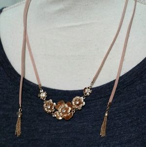 Jewelry - 🌺 Rose Gold Embelished Necklace